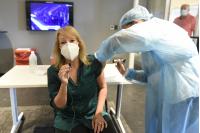 Vacunación por Covid- 19 de la Intendenta Carolina Cosse en el Antel Arena