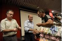 Entrega de tarjetas STM a vendedores y artistas callejeros