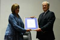 Entrega del certificado UNIT a la  División Salud