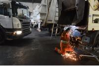 Mantenimiento de camiones levanta contenendores