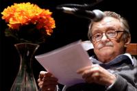 Mario Benedetti en la presentación del libro Desalambrando, Sala Zitarrosa, agosto de 2007.