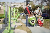 Instalación de juegos saludables en Mendoza y Galeano