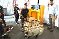 Capacitación con prensa vertical hidraúlica