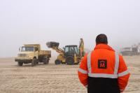 Trabajos de descalce de muro en playa Malvín