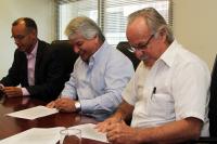 Firma de contrato de obras en Av. San Martin