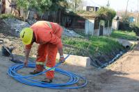 Limpieza de cunetas y relleno de balastro en calle Las Rosas en el marco del Plan ABC