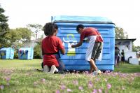 Intervención artística de contenedores en Municipio E