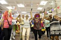 Fiesta de disfraces personas mayores