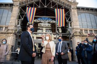 Recorrida de la Intendenta de Montevideo Carolina Cosse junto al presidente del BID en el Mercado Agrícola de Montevideo