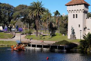 Limpieza del lago del Parque Rodó