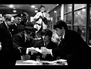 The Beatles. Lyon, Francia. Año 1965. Técnica: analógica, película Kodak Plus X, 24x36mm, BN. Autor: Roger Kasparian.