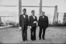Tres señoras posando para la cámara