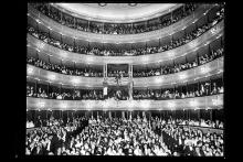 Gala aniversario de la toma de la bastilla. Teatro Solís. Año 1917. (Foto: 0077FMHA.CDF.IMO.UY - Autor: s.d./IMO)