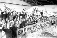 Ocupación de la fábrica textil Sadil, durante la huelga general. Calle Veracierto, esquina Hernán F. Gómez. 27 de junio-11 de julio de 1973. (Foto: 144 – Autor: Aurelio González).