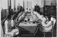 Uno de los Talleres de Labores Femeninas (Archivo Fotográfico del CETP -UTU)